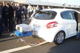 teste-automobile-route-essence-pollution-active